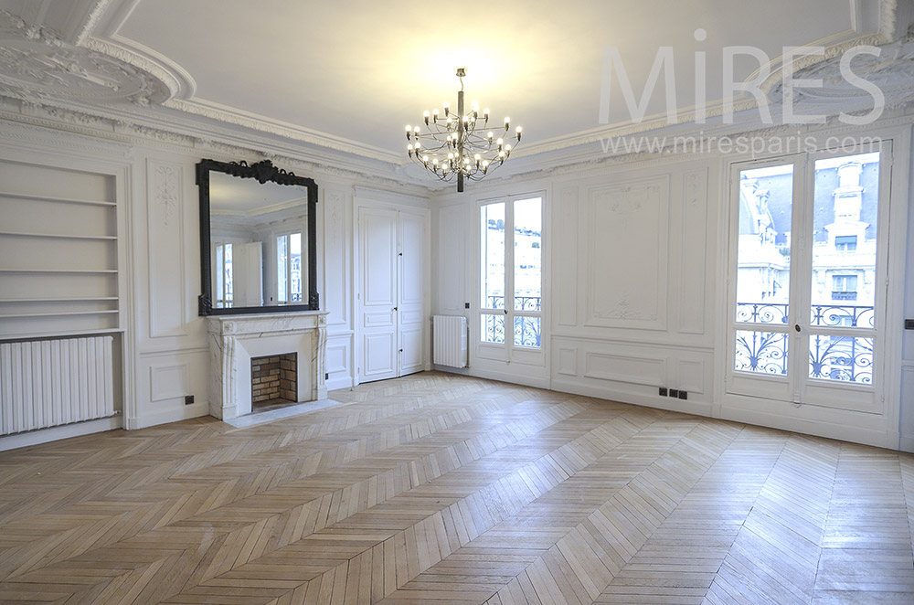 Appartement parisien vide. C1776