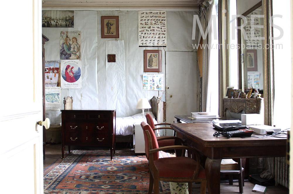 Chambre avec bureau. C0712