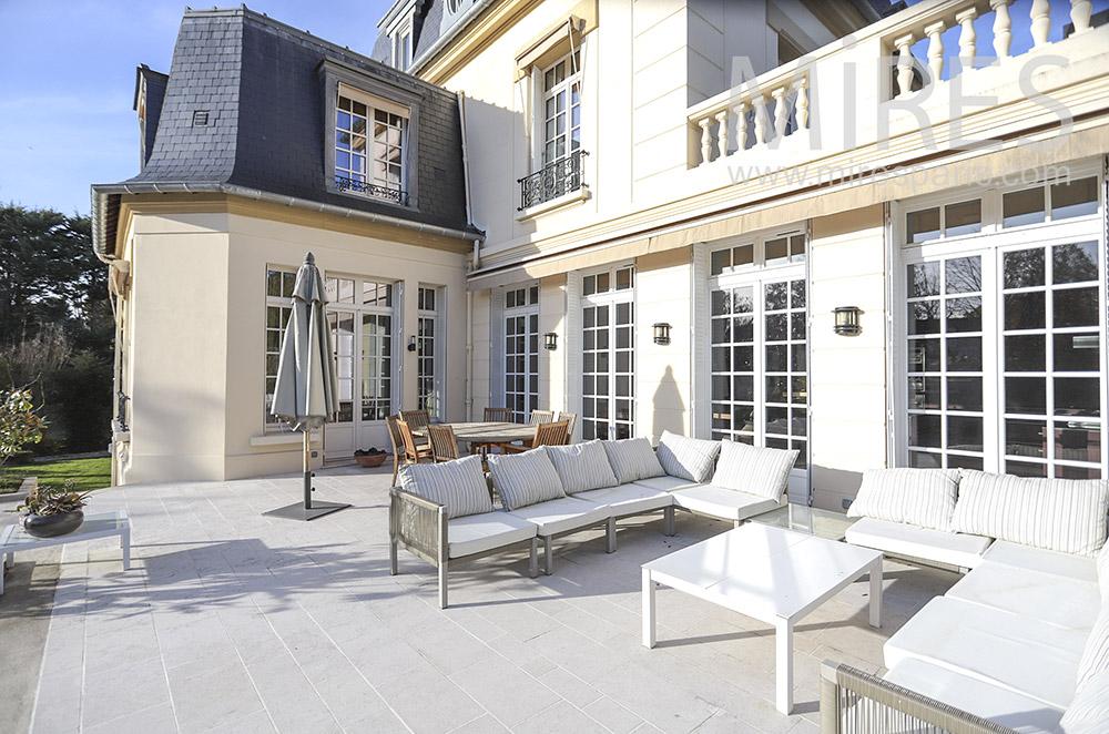 Salon de terrasse. C0472