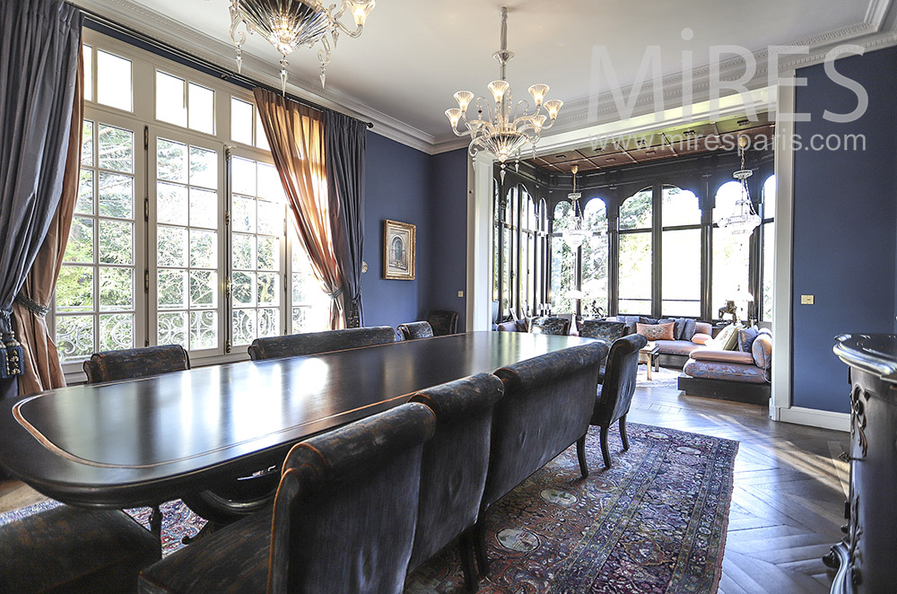 Large classic dining room. C0472