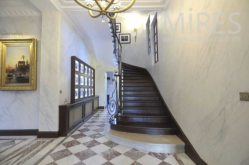 Staircase turning, fake marble wall. C0472