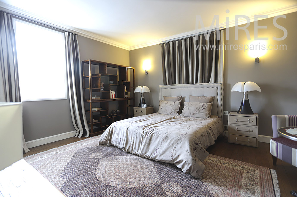 Gray room with shower. C0472