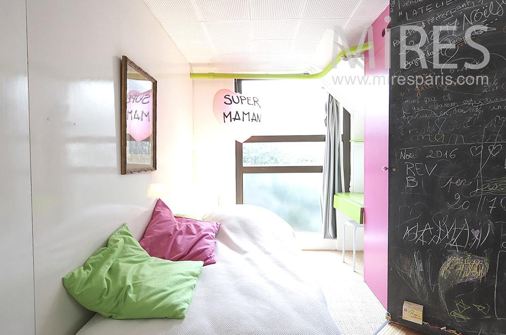 Chambre d'enfant colorée. C1799