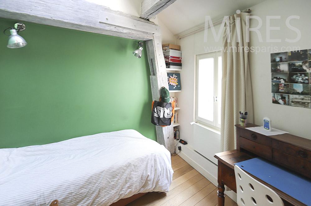 Chambre, mur vert. C1814