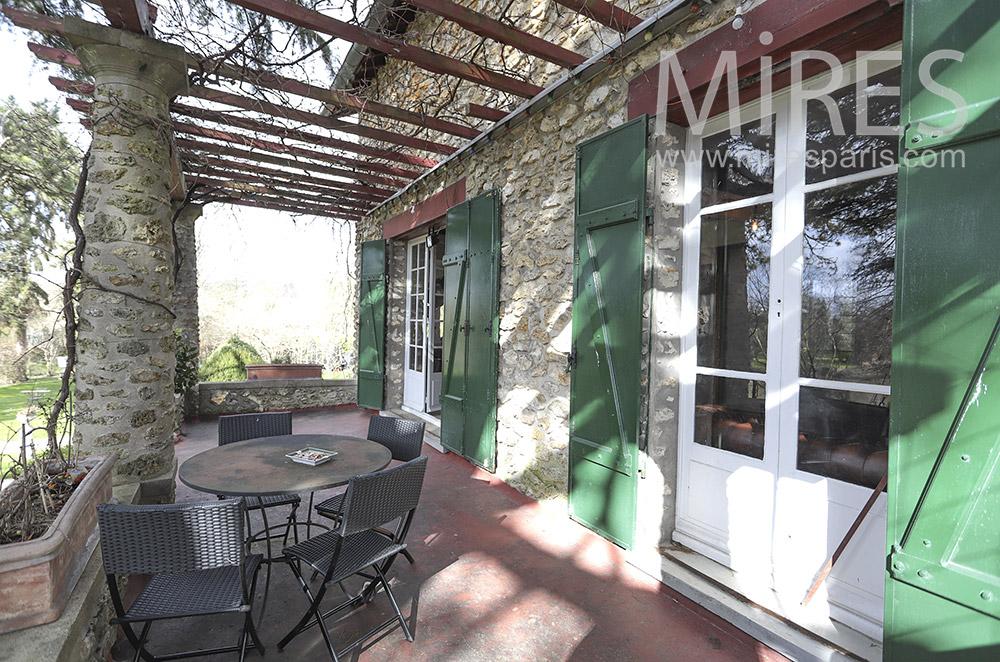 Beautiful shaded terrace. C1817