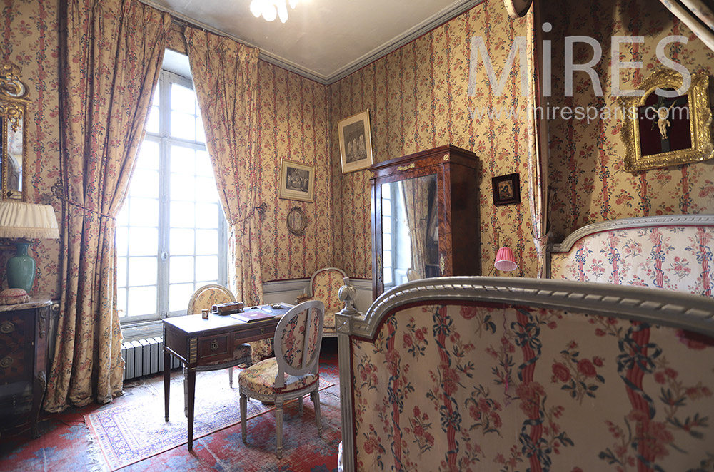 Bedroom wallpaper. C1658