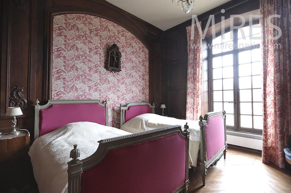 Pink room. C1658