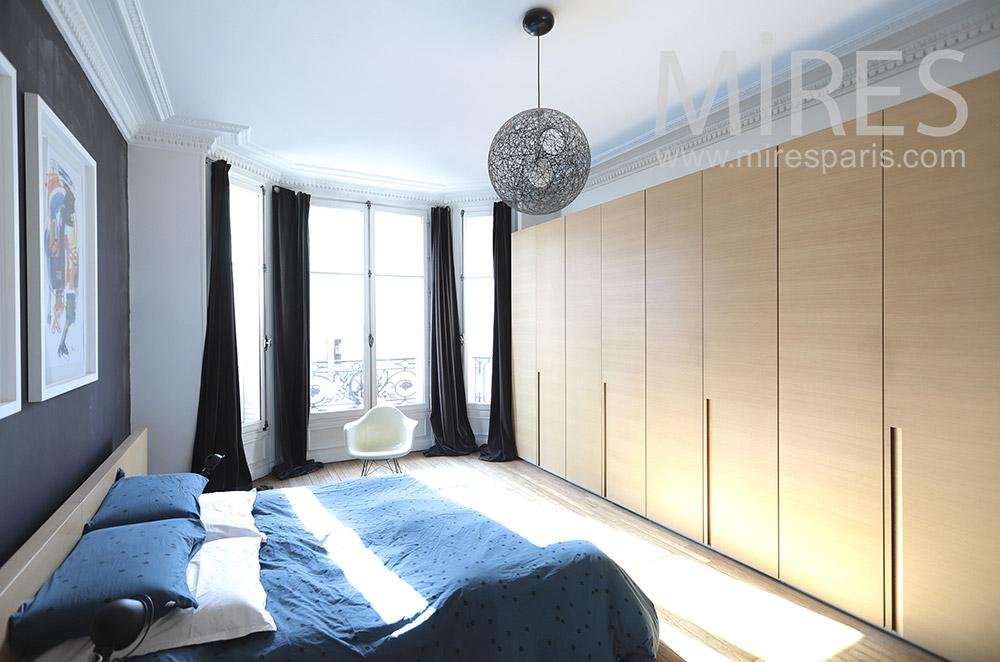 Chambre avec bains et dressing. C1827