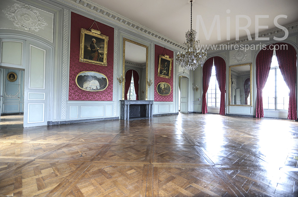 Large empty living room. C1467