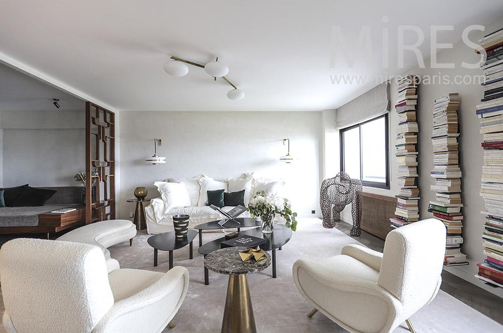 Beautiful white lounge. C1834