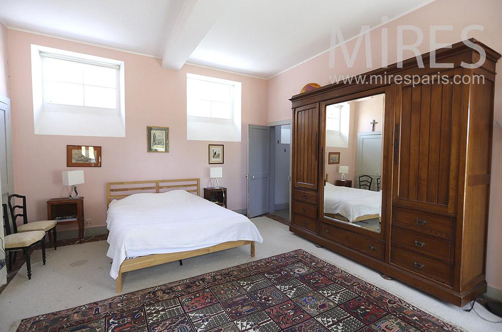 Chambre rose avec bains. C0151