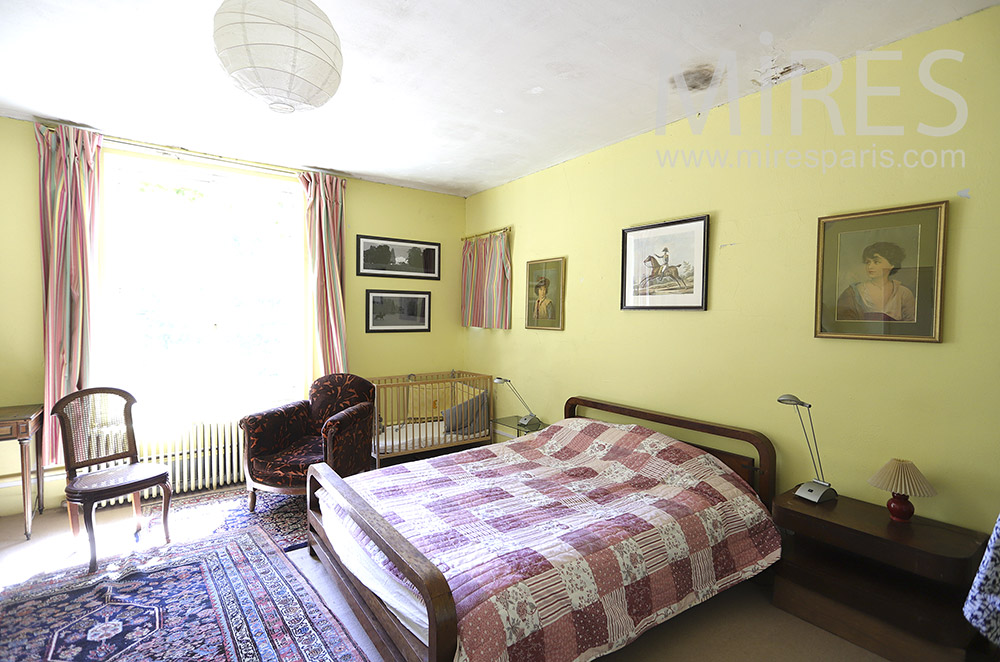 Chambre jaune à l'ancienne. C0151