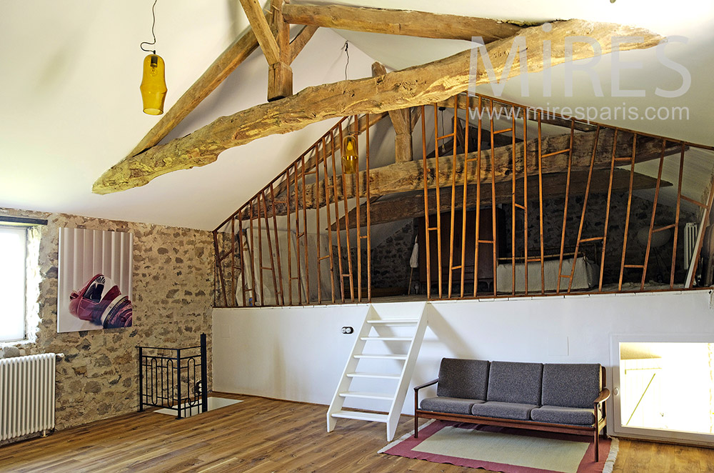 Mezzanine and old beams. C1848