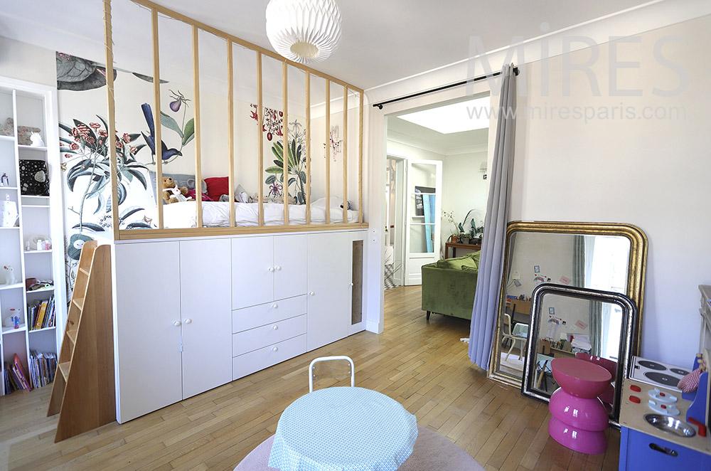 Chambre enfant avec lit mezzanine. C1874