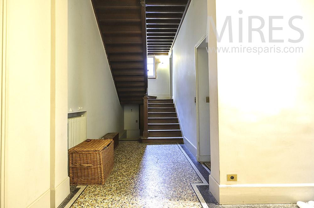 Escalier de bois massif. C1880