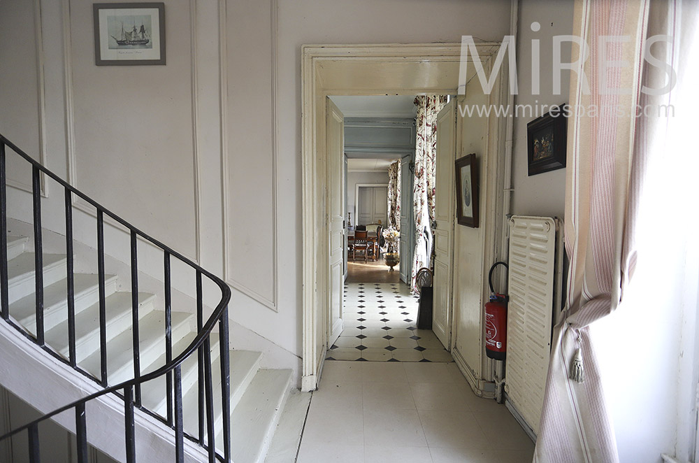 Escalier blanc. C0338