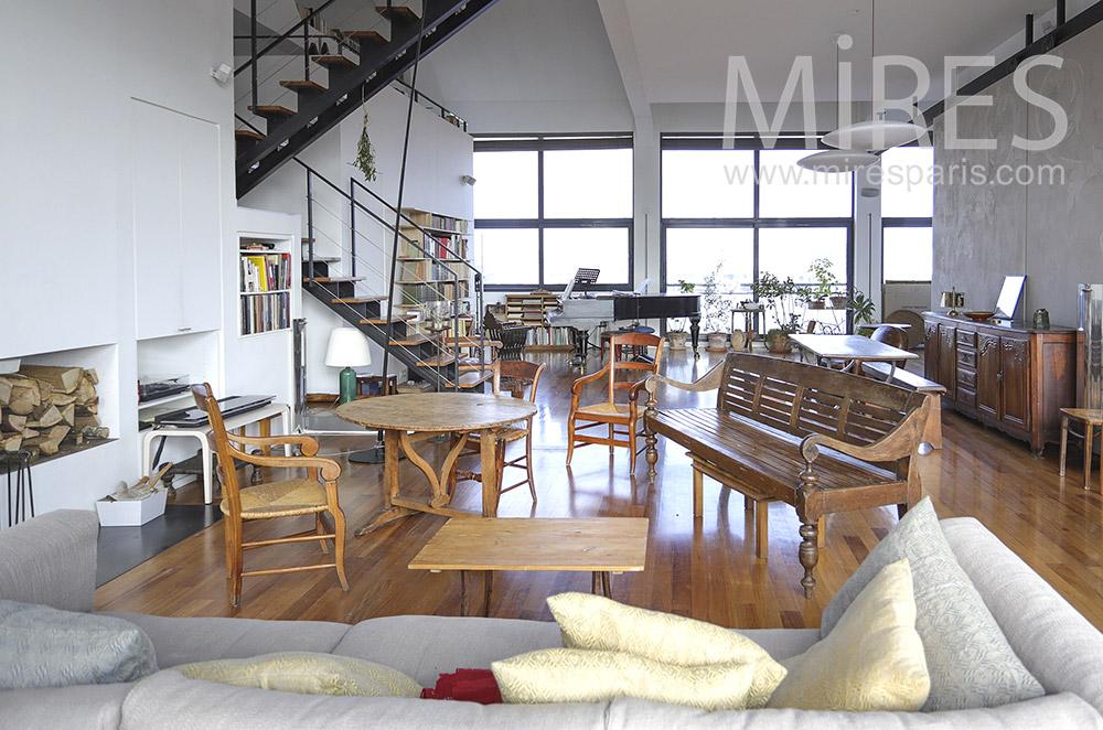 Salon simple et cheminée moderne. C1890