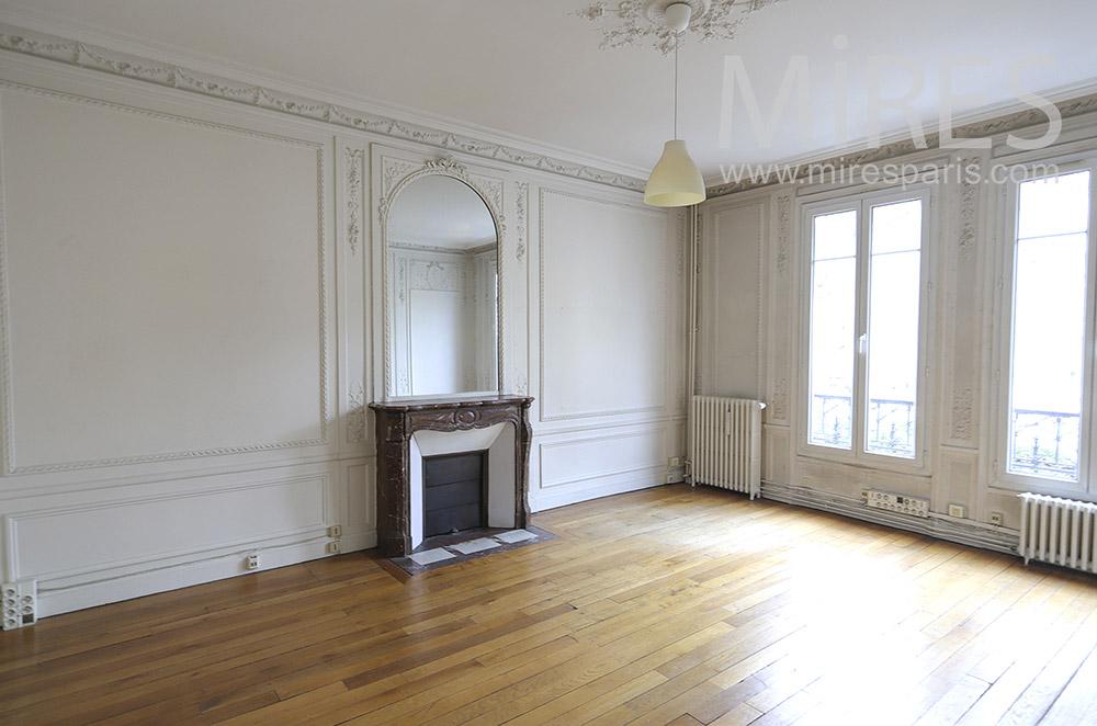 Deux salons parisiens vides. C1893