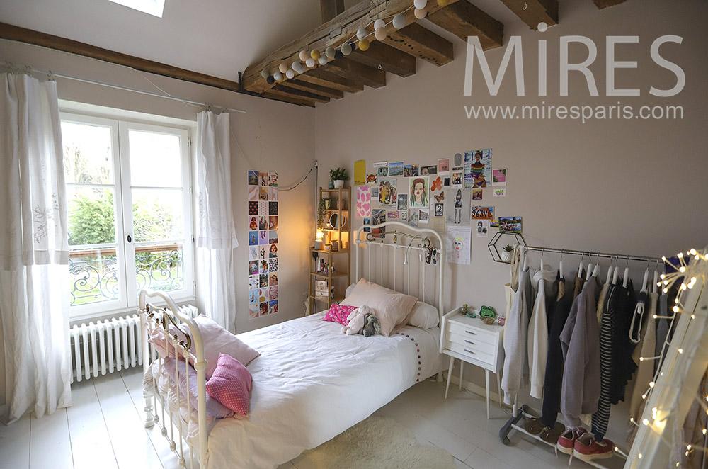 Nice teenage room. C1894