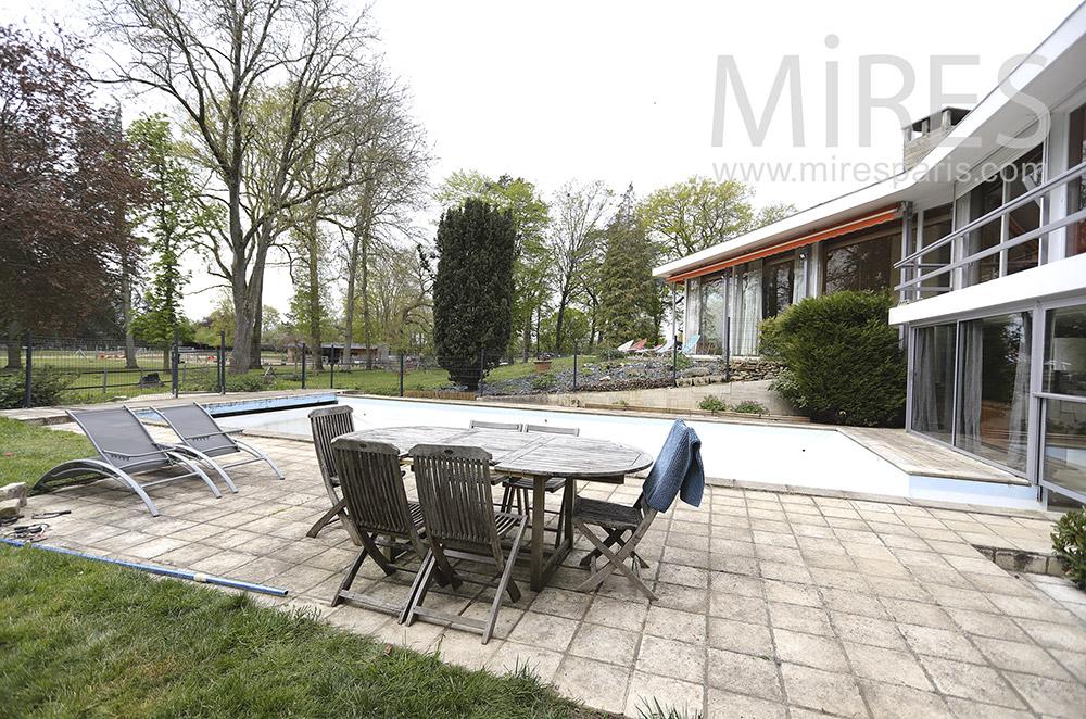 Piscine avec terrasse. C1528