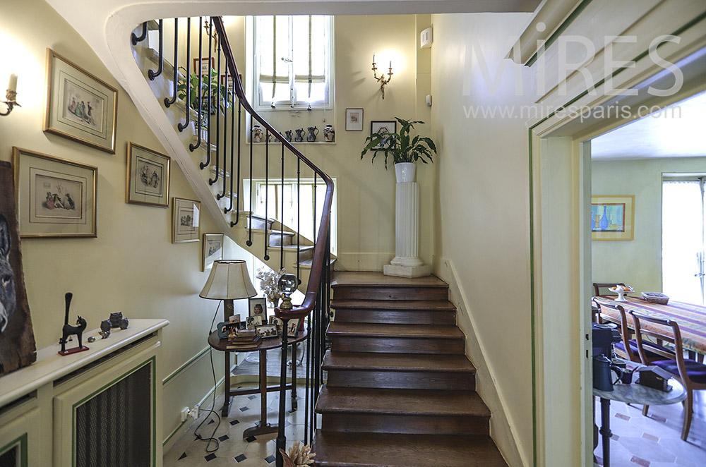 Grand escalier tournant. C1907