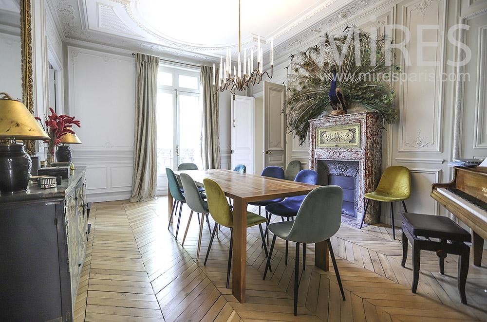 Belle salle à manger avec piano. C1908