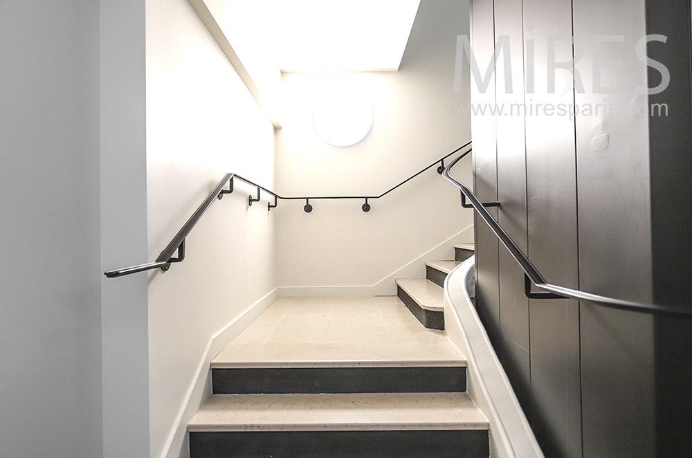 Escalier et ascenseur. C1910