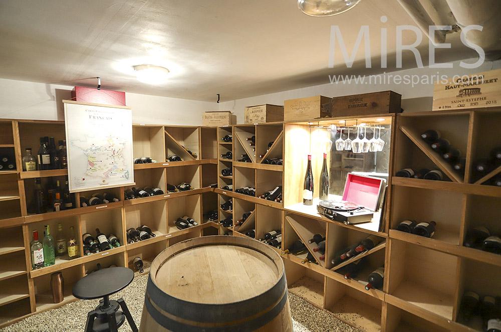 Cave à vin, buanderie et débarras. C1924