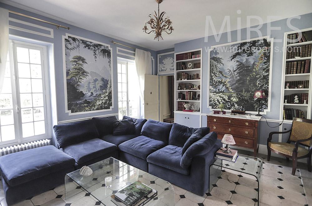 Beau salon bleu, murs peints. C1947